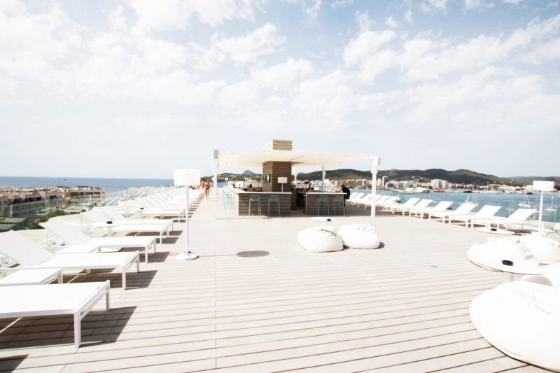 Dachterrasse des Sol House Ibiza mixed by Ibiza Rocks Hotel
